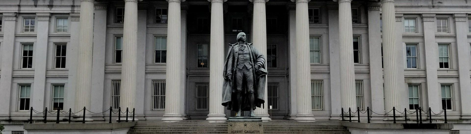 U.S._Treasury_Building_and_Albert_Gallatin_Statue